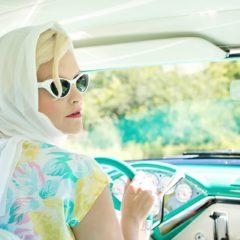 Kobiece nawyki, których lepiej unikać za kierownicą