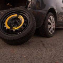 Złapałam gumę w samochodzie – co robić?